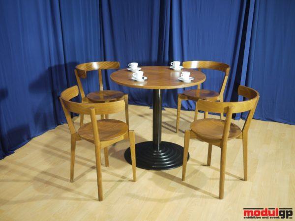 Kerek talpú Thonet asztal, 4db hajlított fa székkel