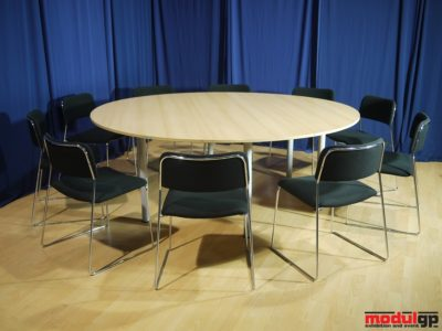 Bükk kerek asztal, 10db Tallin székkel
