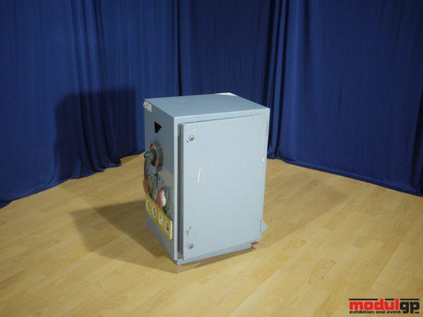 3*63 A-es (6*3 áramkörös) kapcsolószekrény